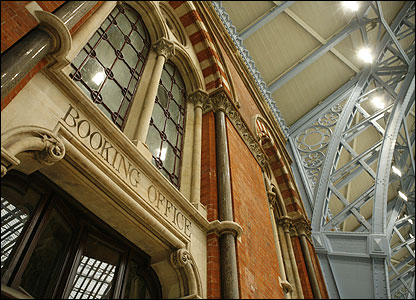 The former booking office restored (photo: Hugo Dixon)