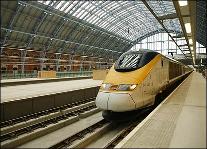 View of a Eurostar in station (photo: Hugo Dixon)