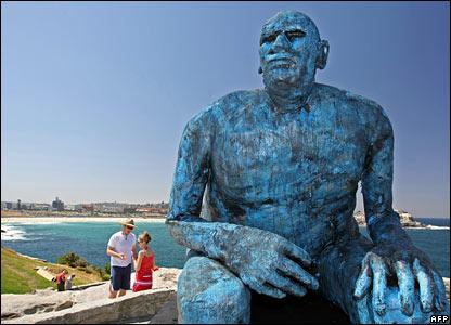 Australian sculptor Tim Kyle's fibreglass giant, I-See