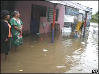 Mujeres mexicanas afectadas por las inundaciones
