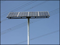 Solar panel used in Cape Town traffic lights trial Oct 07 (Pic: M Allie)