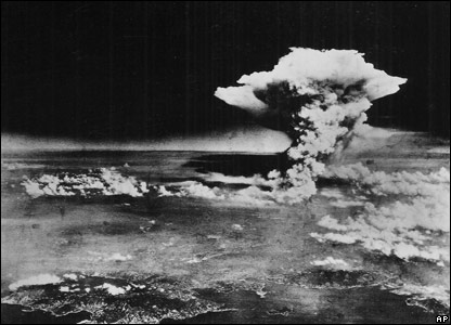 Mushroom cloud from Hiroshima bomb, 6 August 1945