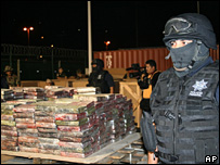 A Mexican policeman guards the confiscated cocaine in Manzanillo (1 November 2007)