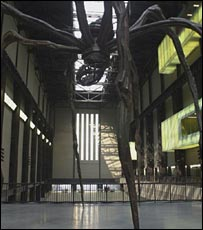 Louise Bourgeois' spider sculpture in Tate Modern, 1999