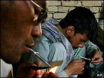 Taking heroin in the city of Ghazni
