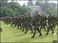 Sri Lankan troops prepare in Colombo for Haiti operations (26/10/07)