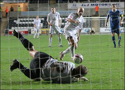 Five minutes into injury time Swansea are awarded a penalty, but Andy Robinson's weak kick is saved and they settle for a point