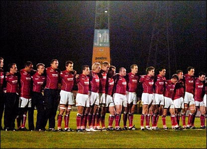 Llanelli Scarlets hold a minute's silence for Ray Gravelle before their EDF Cup match against Leeds