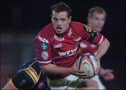 Scarlets full-back Daniel Evans makes the perfect start with the first of his two tries after three minutes