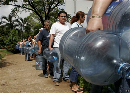 Flood victims wait in line to fill their containers with drinkable water in the city of in Villahermosa, Mexico, Nov. 2, 2007