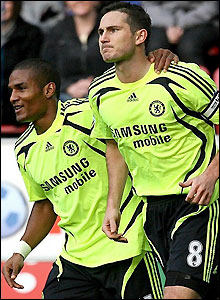 Florent Malouda congratulates Lampard on his goal