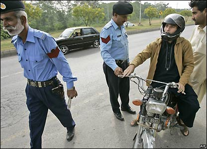 Police checkpoint on main road into Islamabad - 3/11/2007