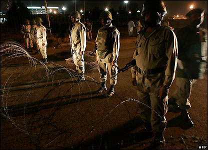 Soldiers near the Supreme Court in Islamabad - 3/11/2007
