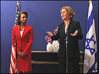 Condoleezza Rice (L) and Tzipi Livni at the press conference