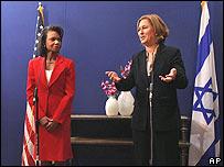 Condoleezza Rice (L) and Tzipi Livni at the press conference