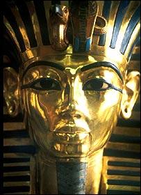 القناع الذهبي الذي غطى وجه توت عنخ آمون