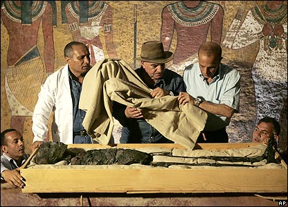 Cloth lifted from body of King Tutankhamun