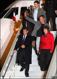 French PM Nicolas Sarkozy arrives back in Paris with his foreign minister and three journalists