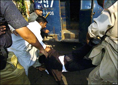 Protester arrested in Karachi, 5/11/07