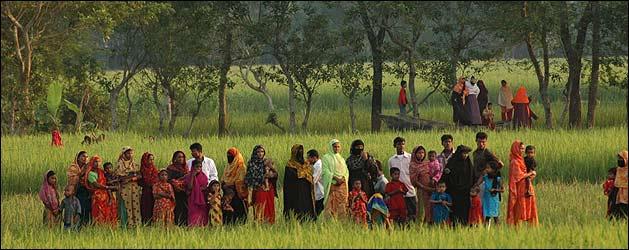 Habitantes de Bangladesh (foto: Cecilia Barr�a)