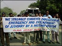 Student protest in Karachi, 5/11/07