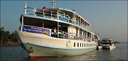 M.V. Aboshor, el barco de la BBC en Bangladesh