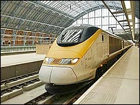 A Eurostar train in the station (photograph: Hugo Dixon)