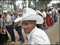 Former banana workers stand in line to sign a document in Managua, Nicaragua, July 2007