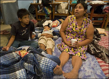 Woman and children from San Juan Grijalva at emergency shelter