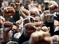 Протестующие перед зданием парламента Грузии