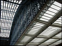 The Victorian roof (left) and the new concourse (right)