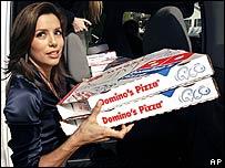 Eva Longoria distributing pizza