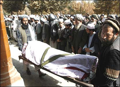 Afghan mourners carry blast victim's coffin before prayers in Baghlan province, 7 November 2007