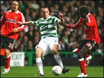 Celtic's Scott Brown (centre) and Benfica's Augustin Binya (right)