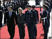 Presidente de El Salvador, El�as Saca (izquierda)
