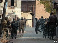 Indian forces in Pattan, Indian-administered Kashmir, 8 Nov 2007