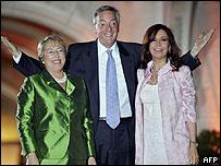 Michelle Bachelet, Néstor Kirchner y Cristina Fernández.