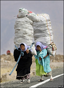 Turkish women near the border with Iraq