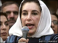 Benazir Bhutto addressing supporters outside her home in Islamabad 9-11-07