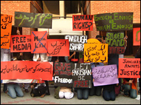 Students protesting in Lahore - 07/11/2007