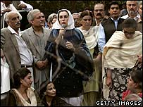 Benazir Bhutto addressing supporters outside her home 9-11-07