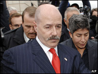 Bernard Kerik leaving court in White Plains, New York, 9/11/07