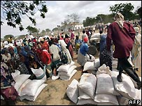 WFP food aid being distributed in Somalia - 26/09/2007