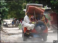 Una familia escapa de Mogadiscio