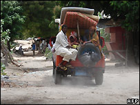 Mogadishu residents leave the city with their possessions - 9/11/2007