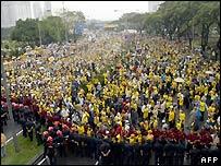 Protesters face police cordon Kuala Lumpur - 10/11/2007