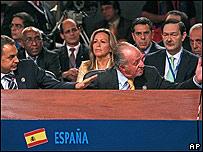 Juan Carlos I, visiblemente molesto, mandó a callar a Chávez.