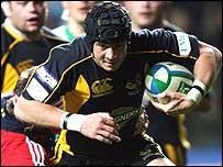 Wasps fly-half Dan Cipriani takes on the Munster defence