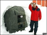 Ban Ki-moon at the Korean King Sejong station during his visit to Antarctica on 9 November 2007