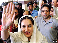 Benazir Bhutto arrives in Lahore